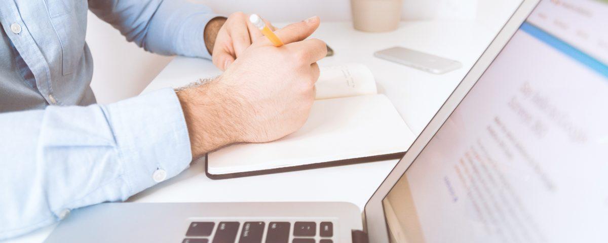 Przewaga zarządzania online nad zarządzaniem twarzą w twarz.